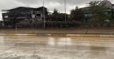 Tuzla'da yanan fabrika çevresinde yağmur tedirginliği