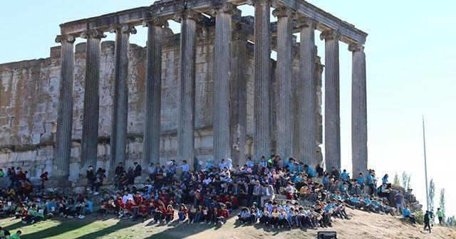 Aizanoi Antik Kenti öğrenci ve öğretmenlerle doldu taştı