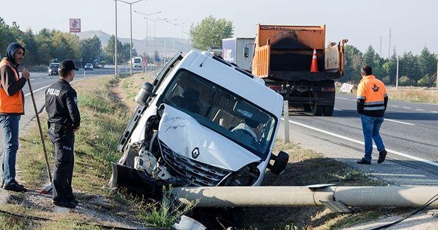 Ankara'da servis minibüsü devrildi
