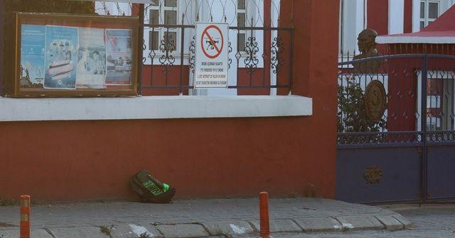 Askeri bina önünde bomba paniği