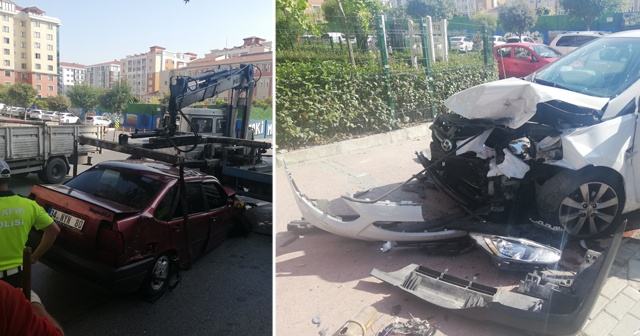 Beylikdüzü'nde iki araç kafa kafaya çarpıştı: 4 yaralı