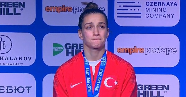 Buse Naz Çakıroğlu, gümüş madalya kazandı