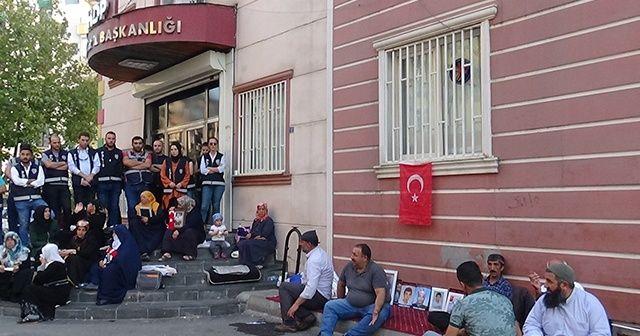 Diyarbakır'da aileler harekata destek verdi!