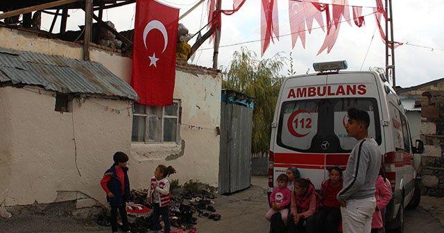 Erzurumlu şehidin baba evine Türk bayrağı asıldı
