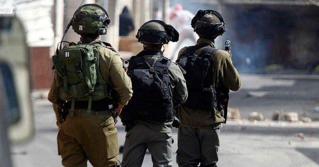 İsrail güçleri 10 yaşındaki Filistinli çocuk ve babasını gözaltına aldı
