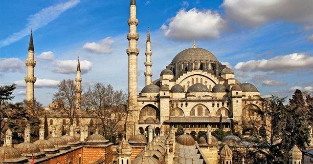 İstanbul'da tüm camilerde sela okundu