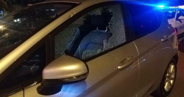 Kaza sonrası kadın sürücü, otomobile levyeyle sadırdı!