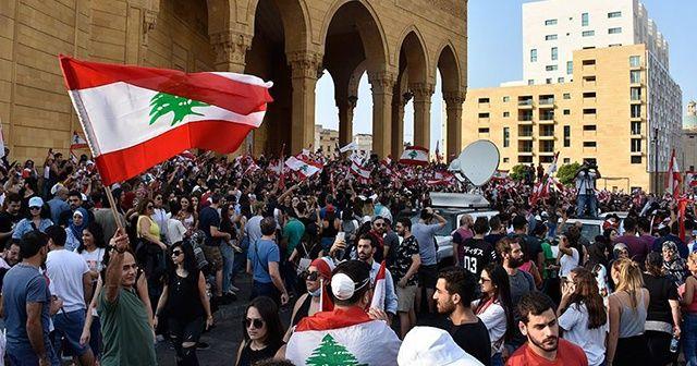Lübnan'da 4 bakan istifa etti
