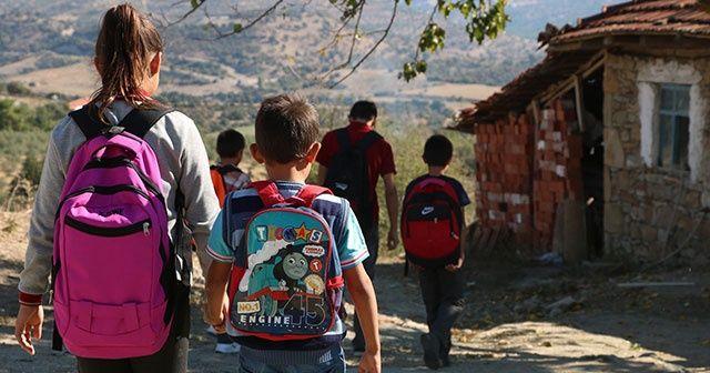 Manisa'da 5 kardeşin okula gitmek için zorlu mücadelesi