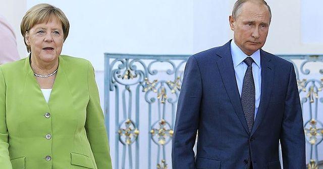Merkel ve Putin, Ukrayna, Suriye ve Libya'yı görüştü