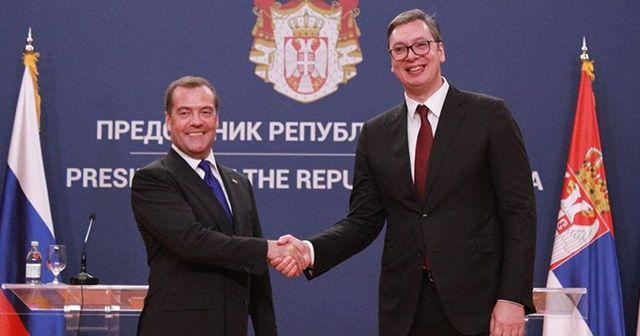 Rusya Başbakanı Medvedev: Sırbistan, Rusya'nın ender dostlarından biri