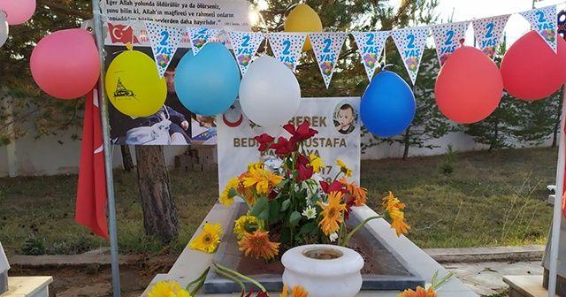 Şehit Bedirhan bebeğin mezarı balonlarla süslendi