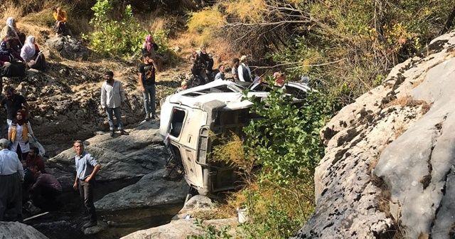 Yolcu minibüsü devrildi: Ölü ve yaralılar var