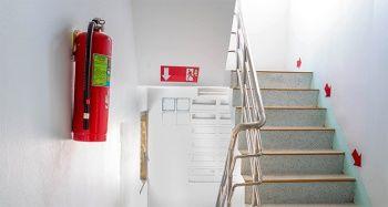 'Yangın merdiveni kapısını kilitli tutmak hayati risklerin yaşanmasına neden oluyor'