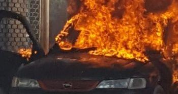 Alev alev yanan otomobil hurdaya döndü