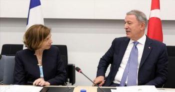 Bakan Akar Fransa Savunma Bakanı Parly ile görüştü