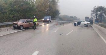 Bursa'da yağmurla gelen zincirleme kaza: 3 yaralı