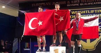 Cumhurbaşkanı Yardımcısı Oktay'dan milli halterci Özbek'e tebrik