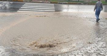 Diyarbakır'da sağanak: Ev ve iş yerlerini su bastı