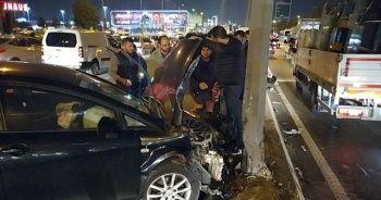 E-5'te iki otomobil çarpıştı, trafik durma noktasına geldi
