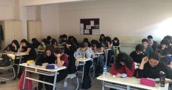 Her gün bir ders saatinde kitap okuyorlar