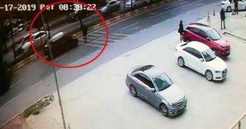 Kadın sürücünün çarptığı yaşlı adam metrelerce havaya fırladı