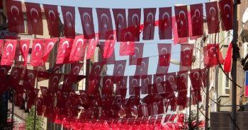 Kent Türk bayraklarıyla gelin gibi süslendi