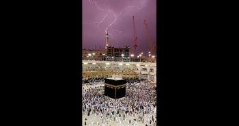 Mekke'de şimşekler gökyüzünü aydınlattı