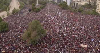 Milyonlarca insanın sokağa döküldüğü ülkede Türkler korku içinde