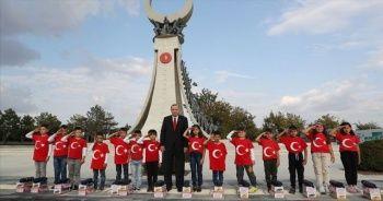 Öğrenciler Cumhurbaşkanı Erdoğan'ı asker selamıyla karşıladı
