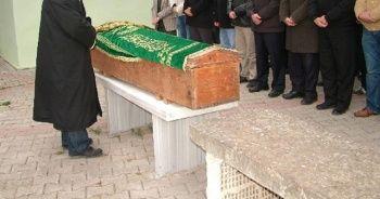 Ölen sürücünün cenaze namazını babası kıldırdı