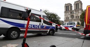 Paris'te polis merkezine saldırı: 4 ölü