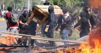 Protestolarda süper market yakıldı: 3 ölü