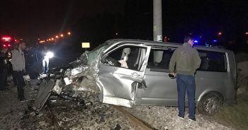 Raybüsün çarptığı minibüsün sürücüsü ağır yaralandı