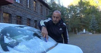 Sıcaklık eksi 7 dereceye düştü! Araçların camı buz tuttu
