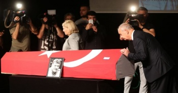 Usta oyuncu Tarık Ünlüoğlu için tören düzenlendi