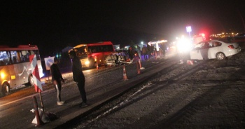 Yunak'ta iki otomobil çarpıştı: 2 yaralı