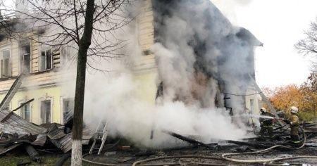 2 katlı ev küle döndü: 6'sı çocuk 7 kişi öldü