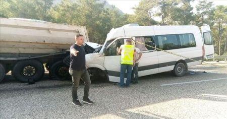 Akkuyu Nükleer Güç Santrali'nde çalışan işçileri taşıyan servis kamyona çarptı: 2 ölü, 11 yaralı