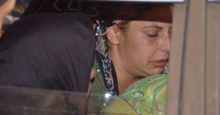Annesi emzirirken öldü! Teyzesi cenazesini kucağında taşıdı