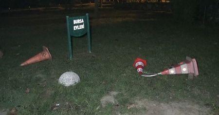 Arkadaşını aramak için parkta oturan genci bıçakladı