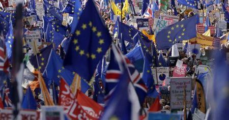 Brexit anlaşmasının oylaması ertelendi