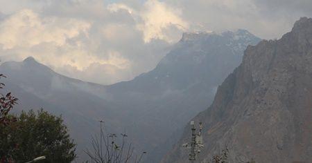 Hakkari'nin yüksek kesimlerine kar yağdı