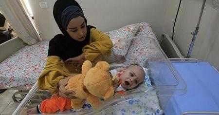 İsrail hasta bebeğin annesine Gazze'den çıkış izni vermedi