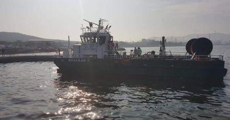 İzmir'de denize petrol türevi atıklar sızdı