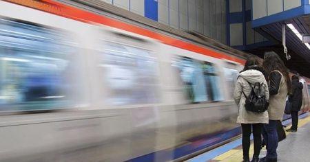Metro istasyonunda bir kadın raylara atlayarak intihar etti!
