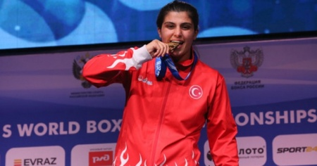 Milli boksörlerden Mehmetçik'e madalyalı destek