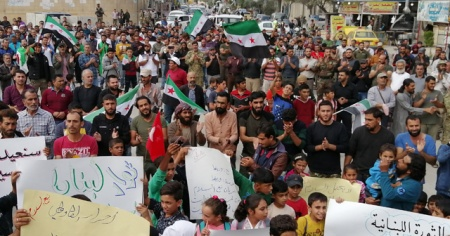 Münbiç'te yaşayanlar Esad rejimini protesto etti