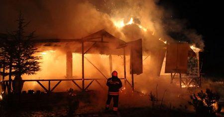 Sivas'ta bir at çiftliğinde yangın çıktı