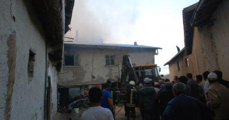 Tokat'ta 5 ev yangında hasar gördü